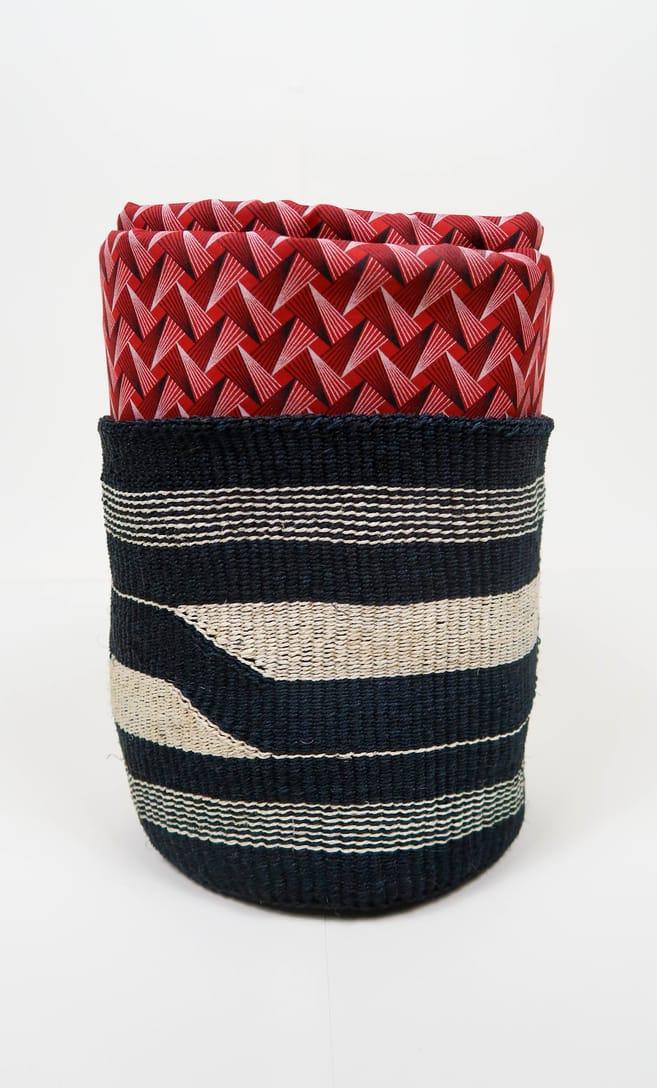 cesta black&white in fibre naturali realizzata in Kenya dagli artigiani africani scatto 5