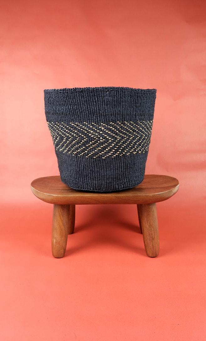 cesta midnight in fibre naturali realizzata in Kenya dagli artigiani africani scatto 1