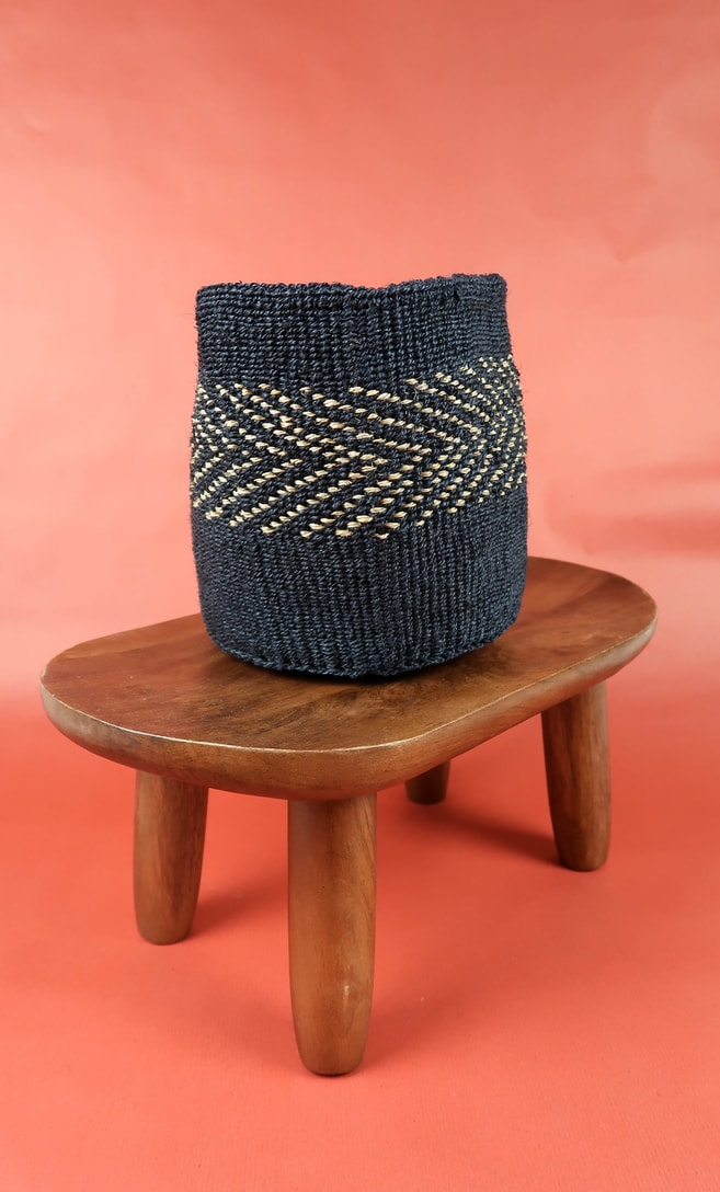 cesta midnight in fibre naturali realizzata in Kenya dagli artigiani africani scatto 2