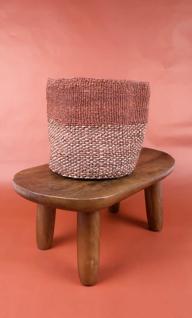 cesta rusty in fibre naturali realizzata in Kenya dagli artigiani africani scatto 2