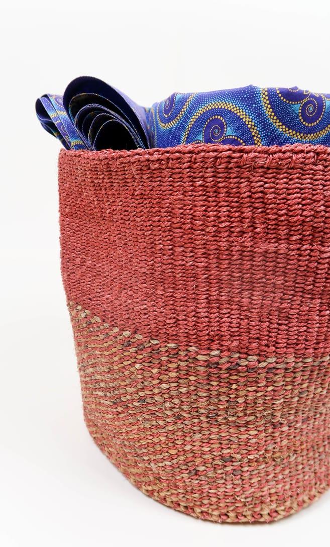 cesta rusty in fibre naturali realizzata in Kenya dagli artigiani africani scatto 4