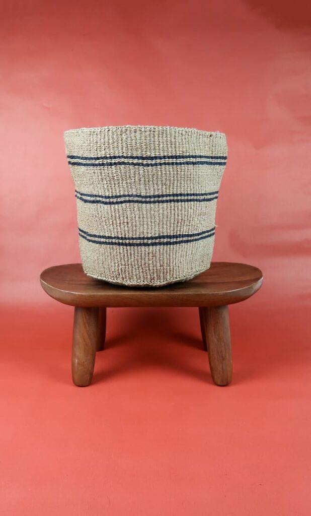 cesta spiaggia in fibre naturali realizzata in Kenya dagli artigiani africani scatto 1