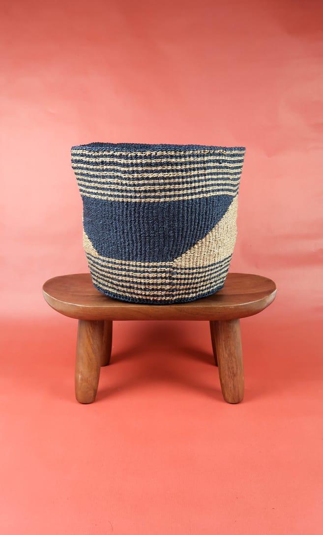 cesta sabbia in fibre naturali realizzata in Kenya dagli artigiani africani scatto 1
