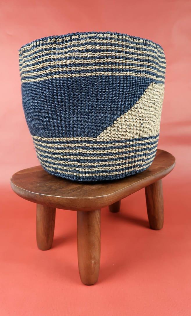 cesta sabbia in fibre naturali realizzata in Kenya dagli artigiani africani scatto 2