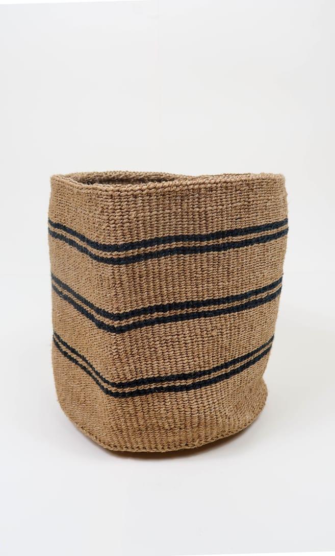 cesta spiaggia in fibre naturali realizzata in Kenya dagli artigiani africani scatto 3