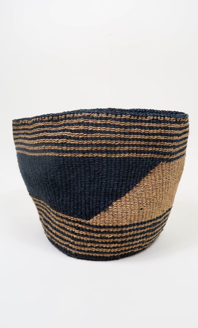 cesta sabbia in fibre naturali realizzata in Kenya dagli artigiani africani scatto 3