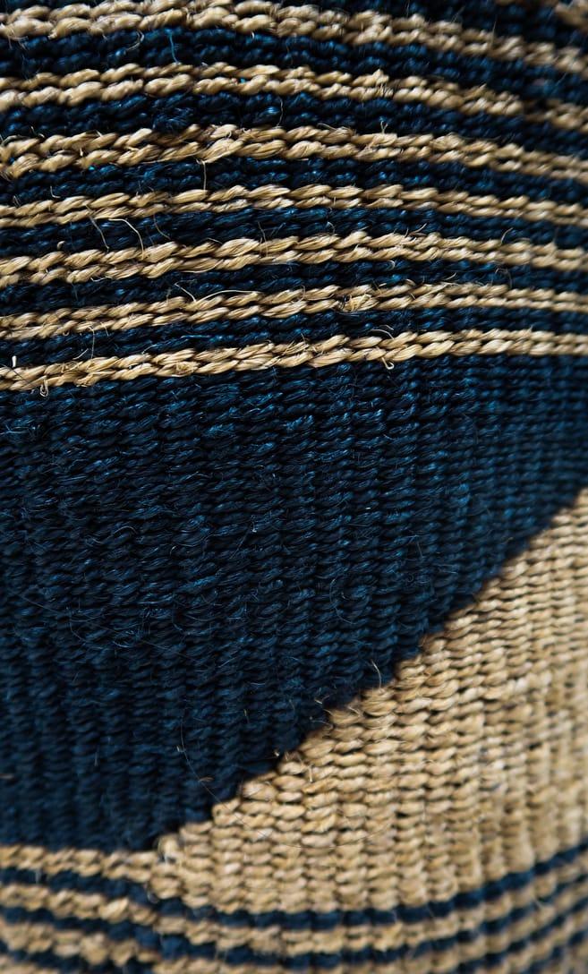 cesta sabbia in fibre naturali realizzata in Kenya dagli artigiani africani scatto 5