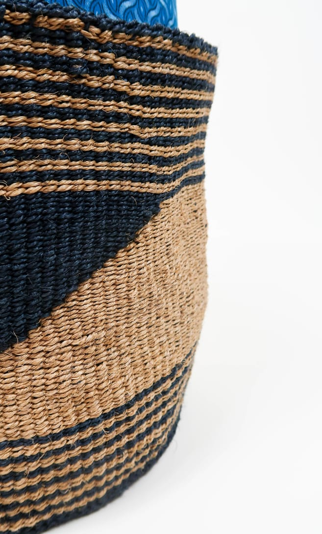 cesta sabbia in fibre naturali realizzata in Kenya dagli artigiani africani scatto 4