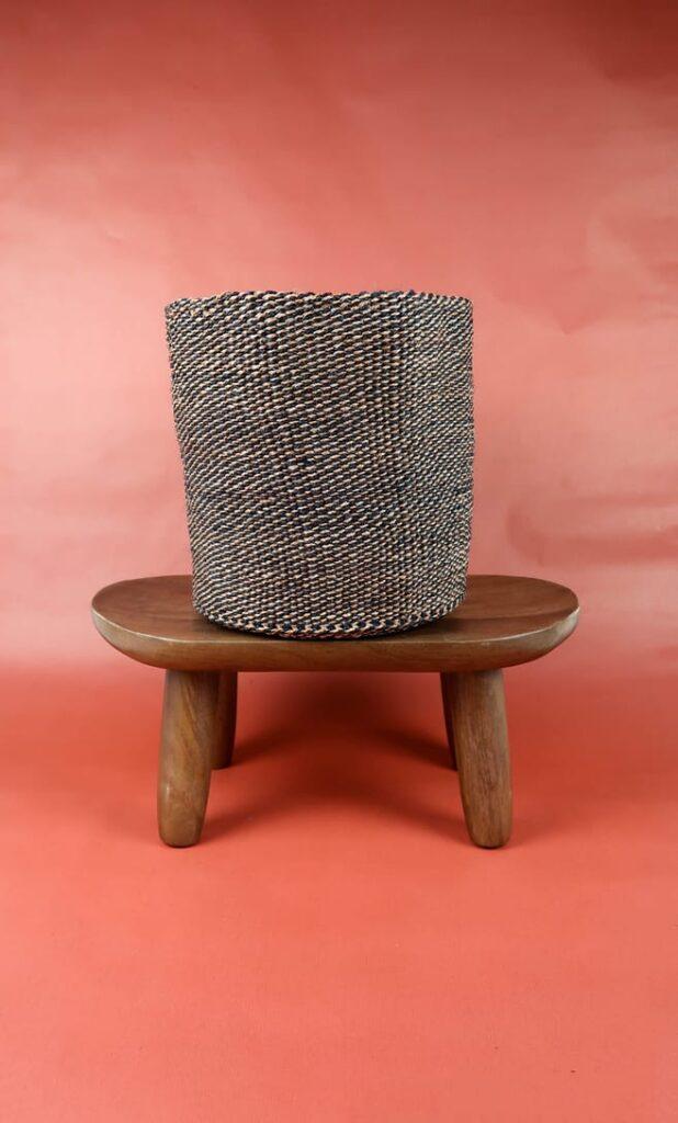 cesta terra rossa in fibre naturali realizzata in Kenya dagli artigiani africani scatto 1