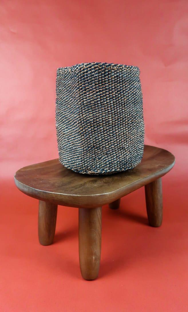 cesta terra rossa in fibre naturali realizzata in Kenya dagli artigiani africani scatto 2