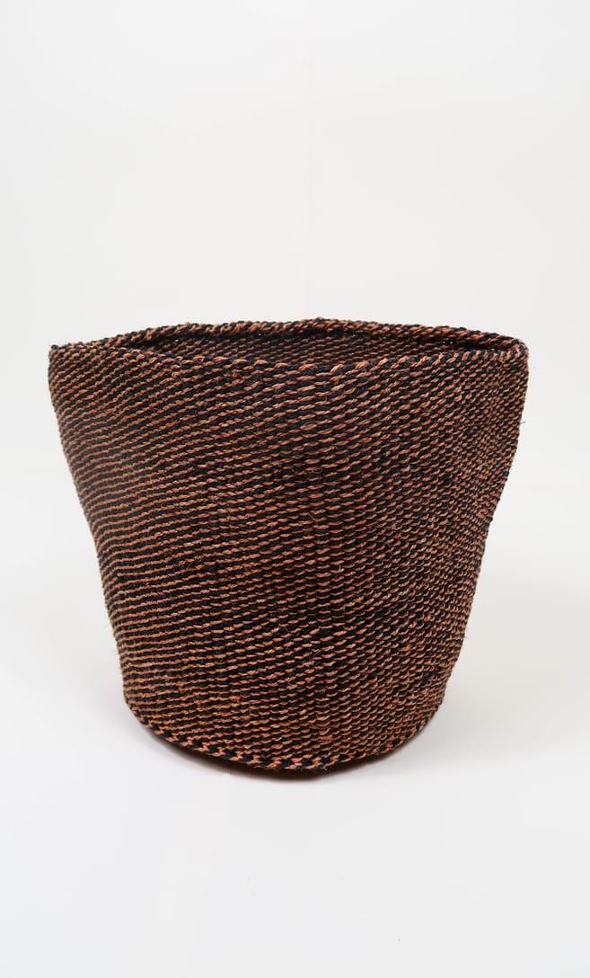cesta terra rossa in fibre naturali realizzata in Kenya dagli artigiani africani scatto 3