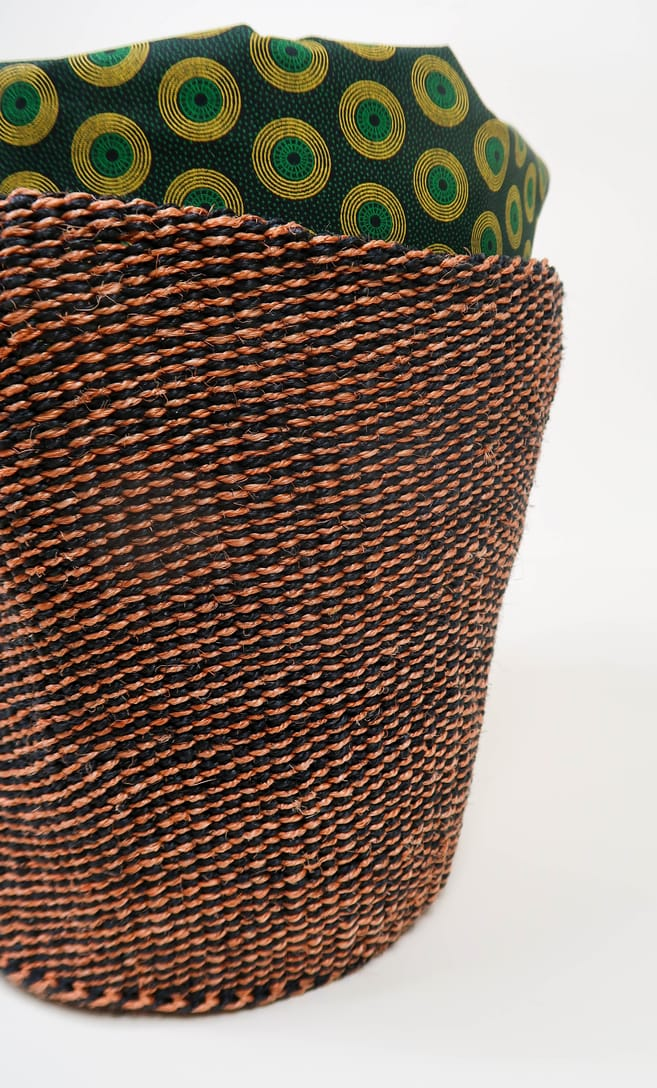 cesta terra rossa in fibre naturali realizzata in Kenya dagli artigiani africani scatto 4