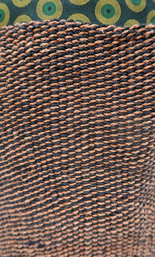 cesta terra rossa in fibre naturali realizzata in Kenya dagli artigiani africani scatto 5