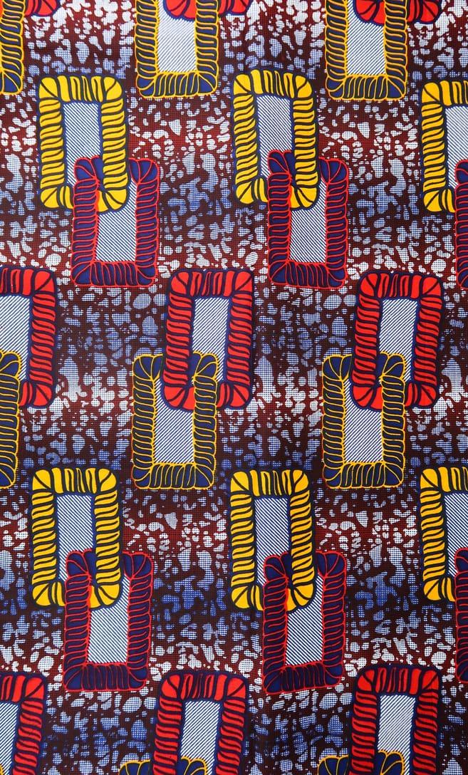cuscino legame con federa in stoffa wax realizzata in Tanzania scatto 3