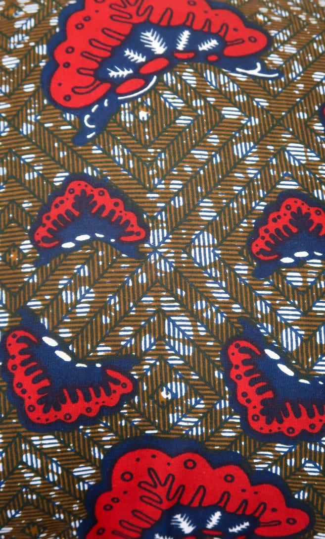 cuscino aquilone con federa in stoffa wax realizzata in Tanzania scatto 7