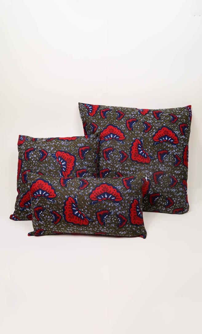 cuscino aquilone con federa in stoffa wax realizzata in Tanzania scatto 8