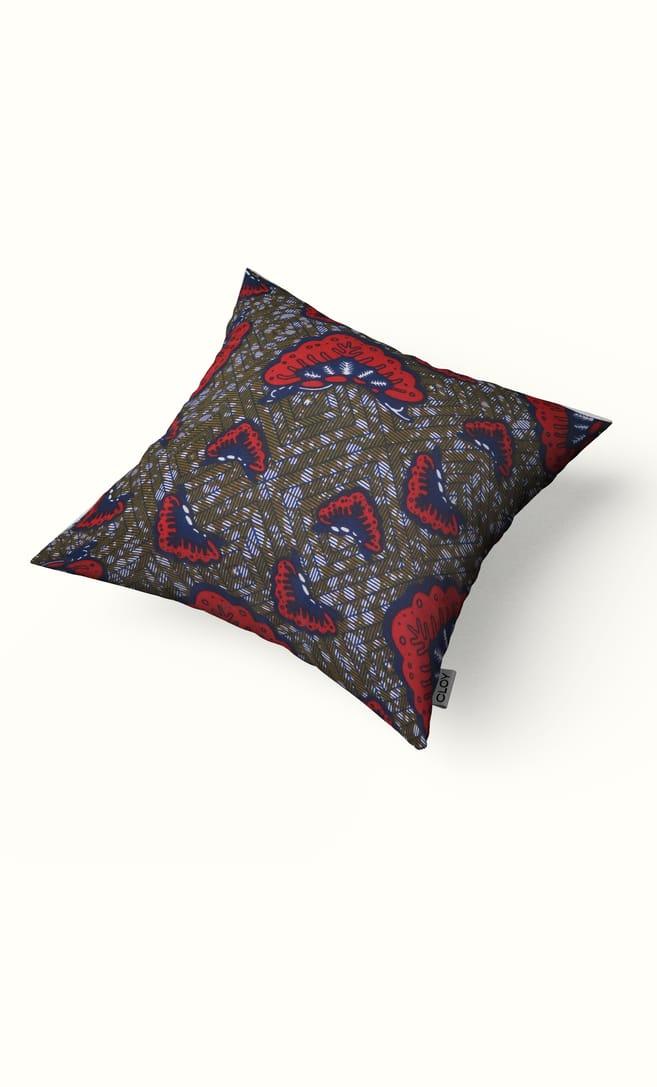 cuscino aquilone con federa in stoffa wax realizzata in Tanzania scatto 1