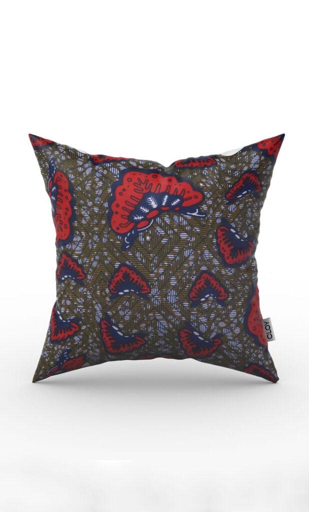 cuscino aquilone con federa in stoffa wax realizzata in Tanzania scatto 2