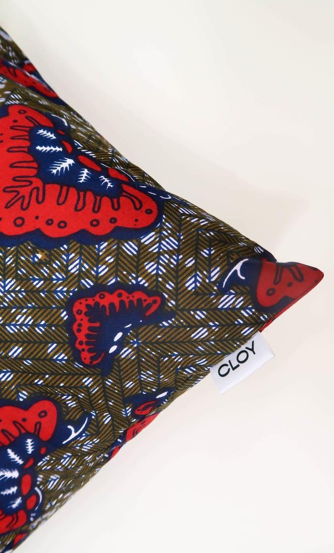 cuscino aquilone con federa in stoffa wax realizzata in Tanzania scatto 4