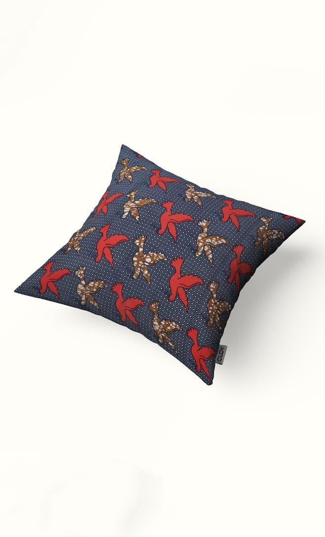 cuscino colomba con federa in stoffa wax realizzata in Tanzania scatto 2