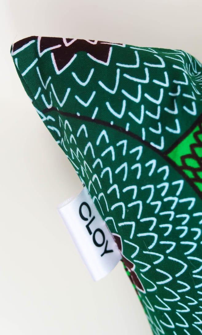 cuscino kiwi con federa in stoffa wax realizzata in Tanzania scatto 3