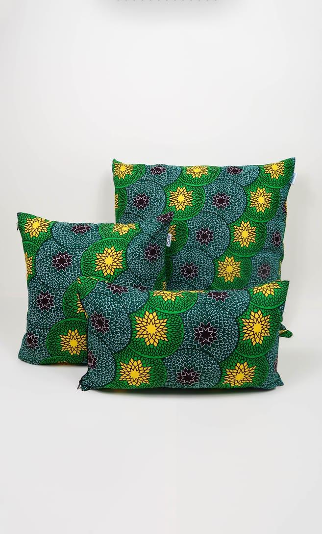 cuscino kiwi con federa in stoffa wax realizzata in Tanzania scatto 7