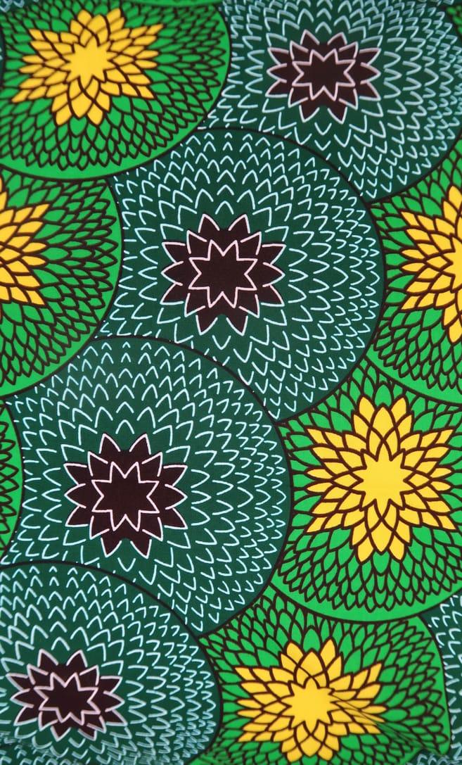 cuscino kiwi con federa in stoffa wax realizzata in Tanzania scatto 6