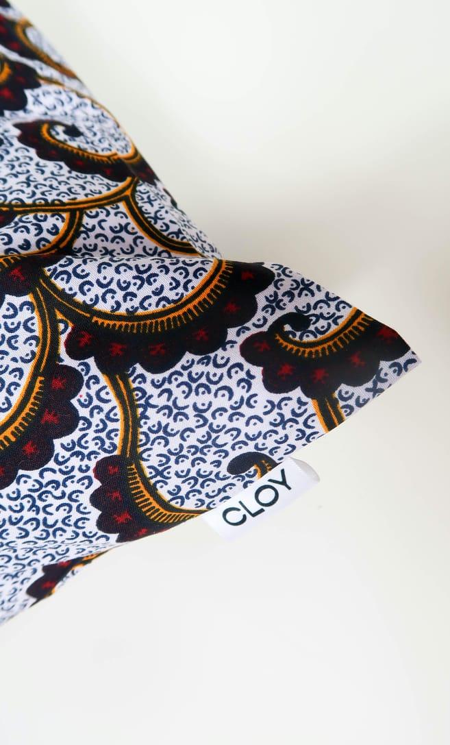 cuscino onda con federa in stoffa wax realizzata in Tanzania scatto 3