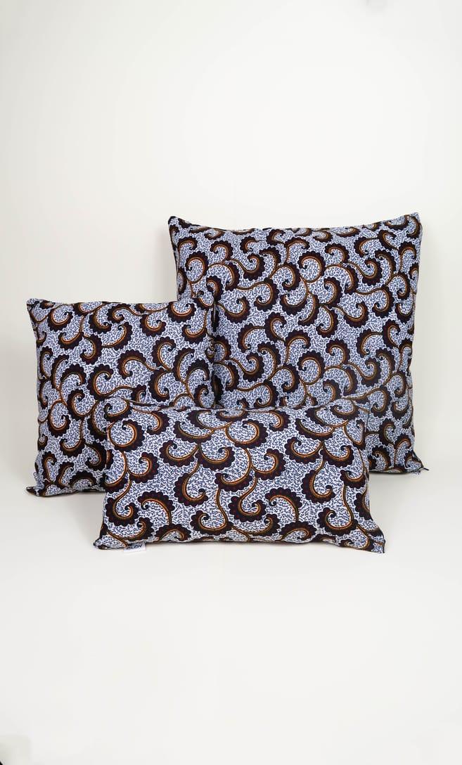 cuscino onda con federa in stoffa wax realizzata in Tanzania scatto 4
