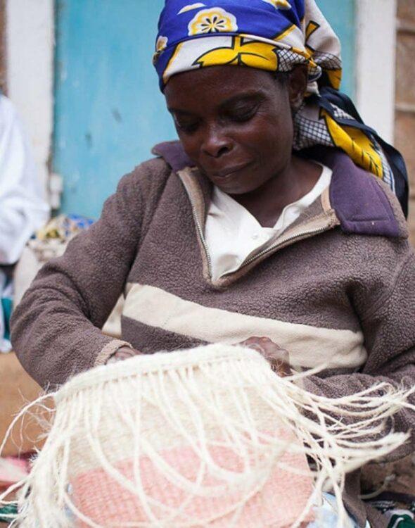 Ceste africane realizzate a mano dalle artigiane del Kenya