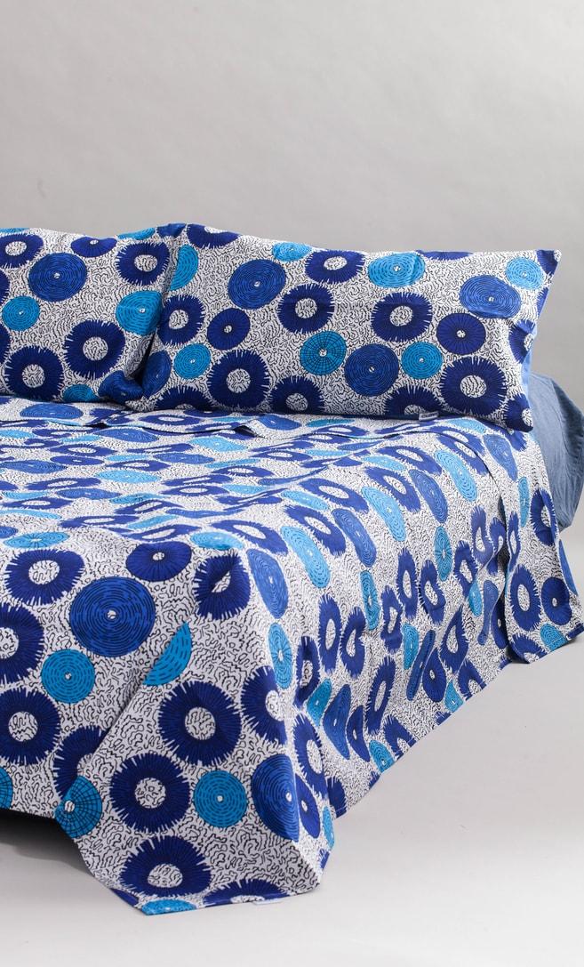 copriletto bolle realizzato con stoffa wax in cotone originaria della Tanzania scatto 1
