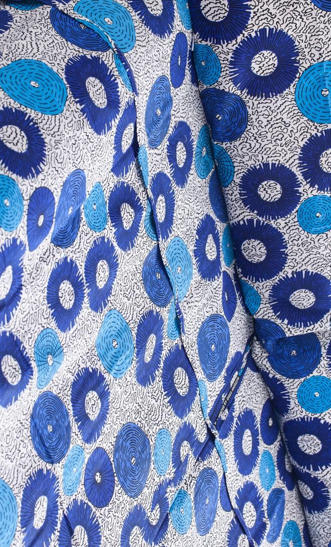 copriletto bolle realizzato con stoffa wax in cotone originaria della Tanzania scatto 3