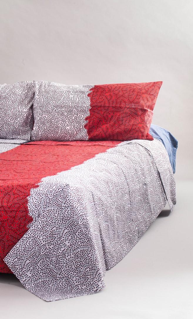 copriletto ciliegia realizzato con stoffa wax in cotone originaria della Tanzania scatto 1