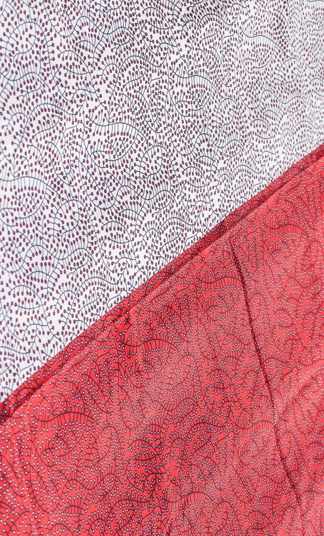 copriletto ciliegia realizzato con stoffa wax in cotone originaria della Tanzania scatto 2