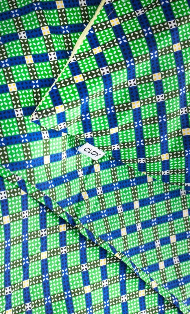 copriletto contrasto realizzato con stoffa wax in cotone originaria della Tanzania scatto 3