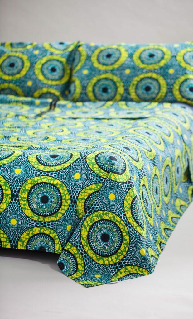 copriletto lime realizzato con stoffa wax in cotone originaria della Tanzania scatto 2