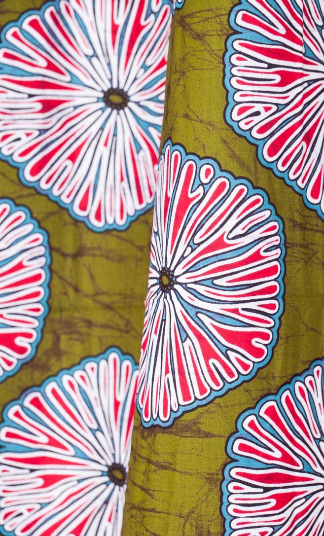 tessuto wax primavera 100% cotone di alta qualità made in Tanzania scatto 2