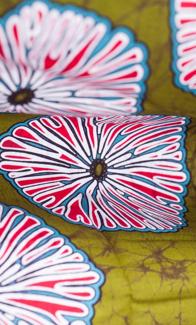 tessuto wax primavera 100% cotone di alta qualità made in Tanzania scatto 3