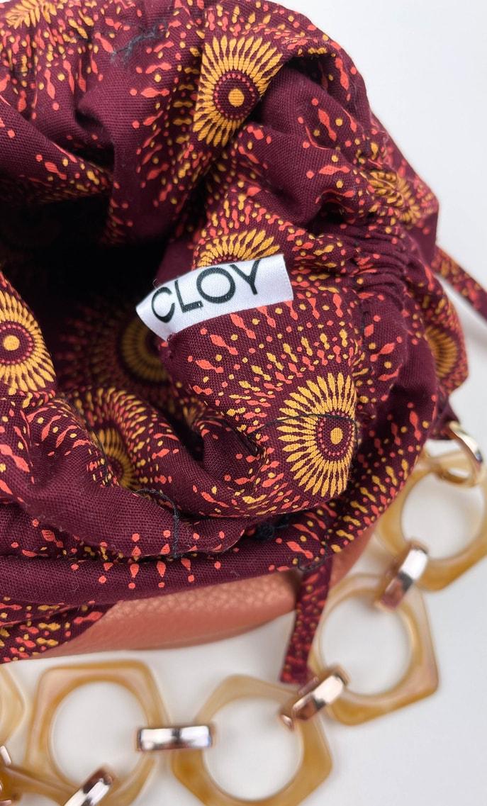 Borsa autunno in stoffa shweshwe con fondo in ecopelle bronzo e catena color oro e marrone pastello come manico scatto 4