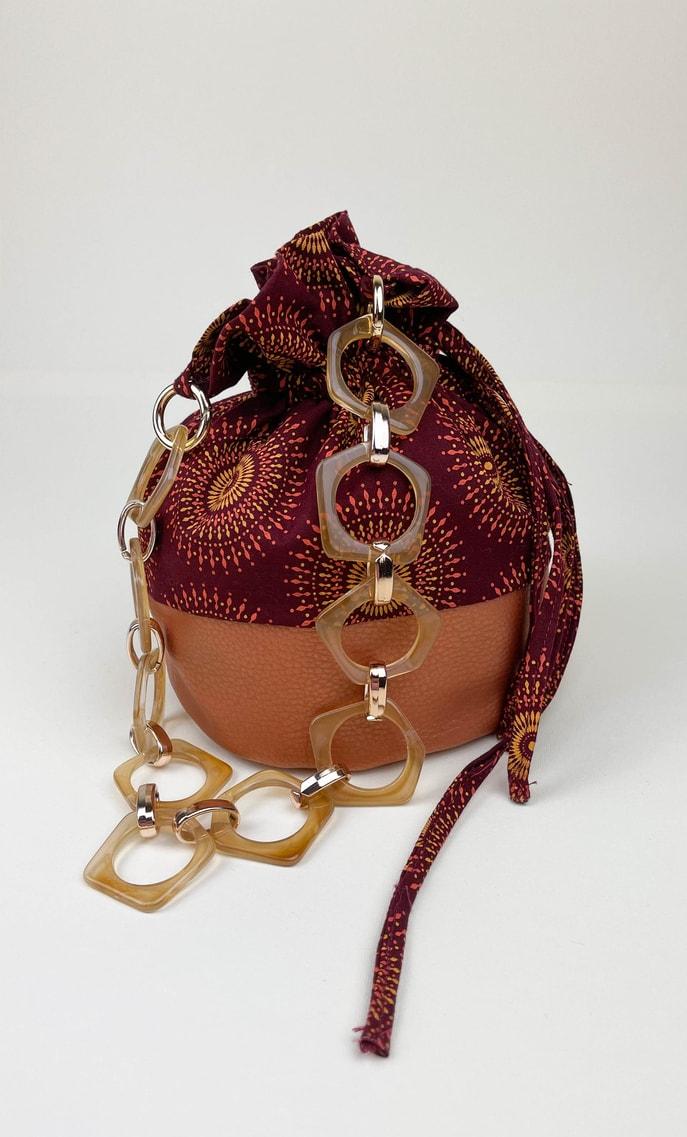 Borsa autunno in stoffa shweshwe con fondo in ecopelle bronzo e catena color oro e marrone pastello come manico scatto 5