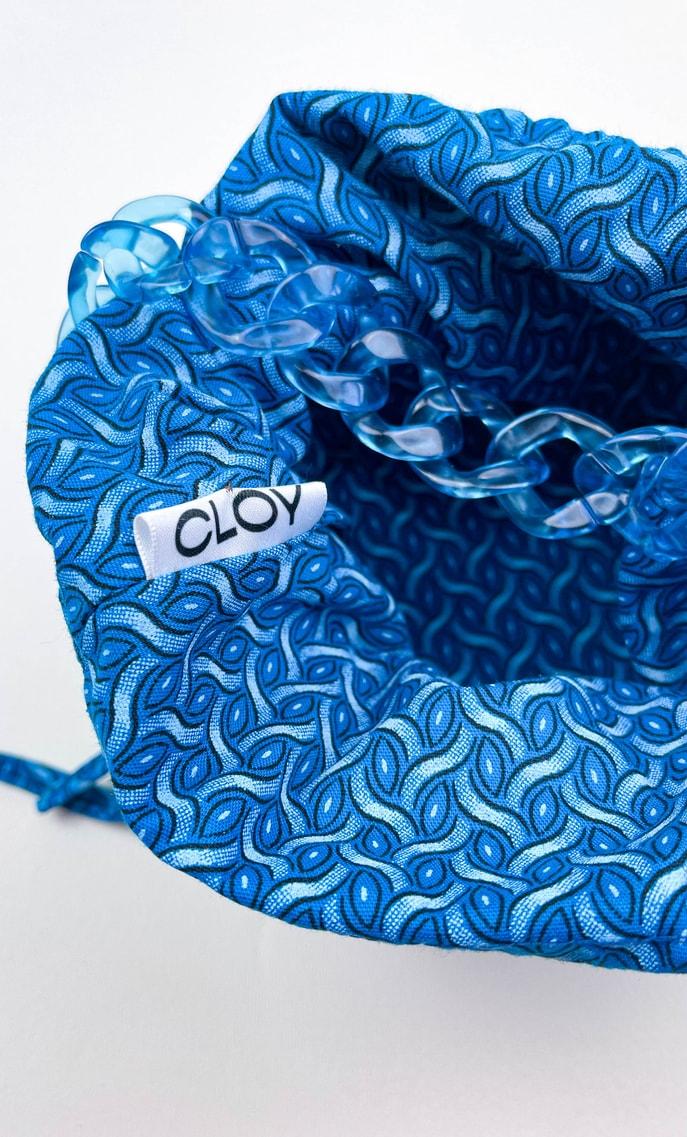 Borsa mare in stoffa shweshwe con fondo in ecopelle azzurro intenso e catena dello stesso colore come manico e ganci color oro scatto 4